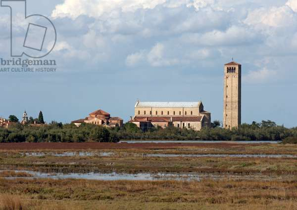 Cathedral of Santa Maria Assunta, and the church of Santa Fosca (left), on the Island of Torcello seen from the lagoon, Venice (photo)
