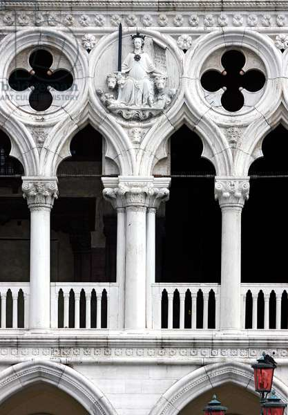 Venice as Justice with two lions, relief sculpture in a tondo on the west facade of the Ducal Palace, Venice (photo)