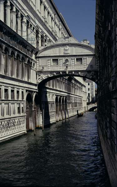 The Bridge of Sighs, built in 1600 (photo)