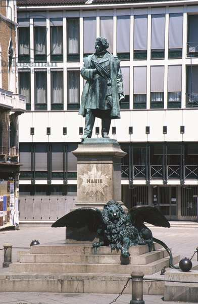 Statue of Daniele Manin (1804-57) 1875 (bronze)