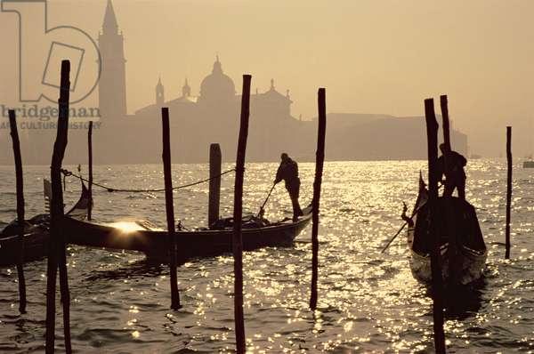 View towards San Giorgio Maggiore from the Piazzetta at dawn (photo)