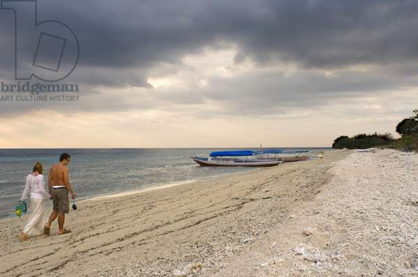 Scenic Landscape, Sunset at Gili Meno Island, Lombok, Indonesia, Some tourists walking along the beach in the western part of the island, the most untouched by tourists, Gili Meno, 2018 (photo)
