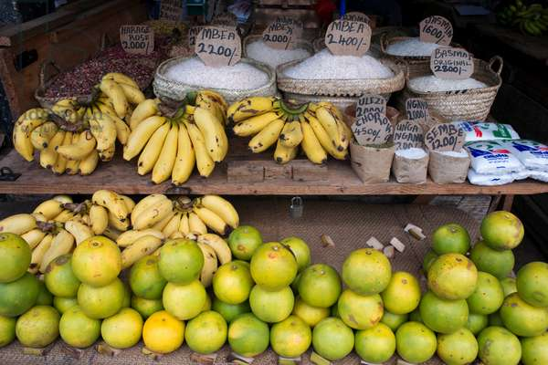 Sale of limes, bananas and different types of rice in the Stone Town market, Zanzibar, Tanzania, Africa (photo)