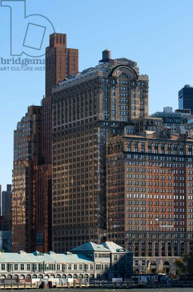 Huge skyscrapers waterfront from Battery Park and Pier A, Manhattan, New York, USA (photo)