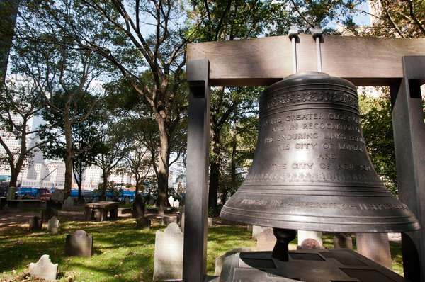The Bell of Hope at St Paul's Church, World Trade Center, New York, USA (photo)