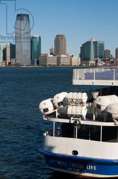 Ship or boat to Statue of Liberty National Monument, Liberty Island, New York, USA (photo)