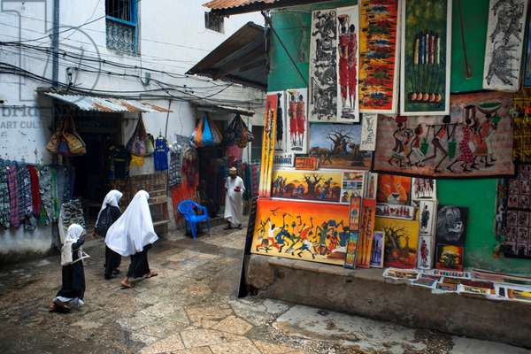 Streets of the center of Stone Town, Shops selling paintings, pictures, and local crafts, Zanzibar, Tanzania, Africa (photo)