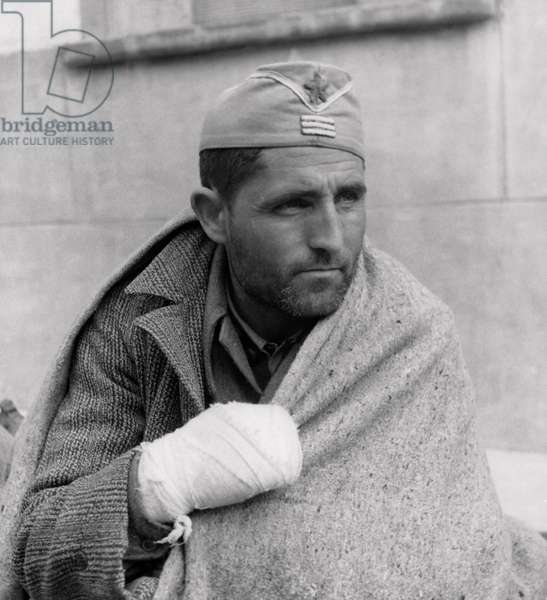 Close-up of a colonel wrapped in a blanket, Spanish Civil War