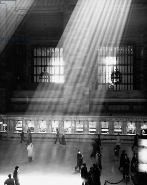 High angle view of a group of people walking on the concourse of a railroad station, Grand Central Terminal, Manhattan, New York City, New York, USA