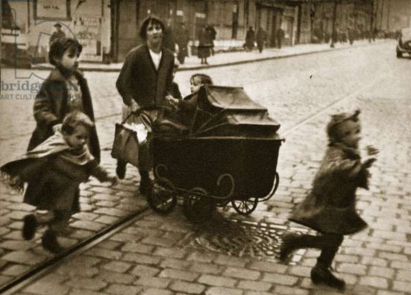 A mother and her four children in occupied France, 1940 (b/w photo)