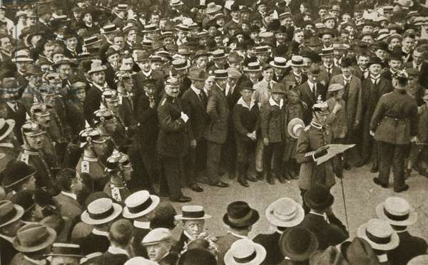 The Kaiser's Proclamation of War against Great Britain being read by the military authorities, Berlin, August 4, 1914 (b/w photo)