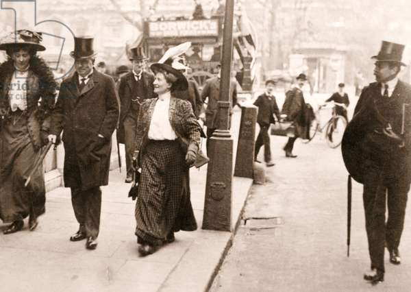 Olive Fergus and Mrs Frank Corbet endeavour to speak to Prime Minister Herbert Asquith, Downing Street, 1908 (sepia photo)