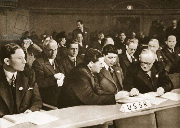 The first session of the General Assembly of the United Nations Organization (photogravure)
