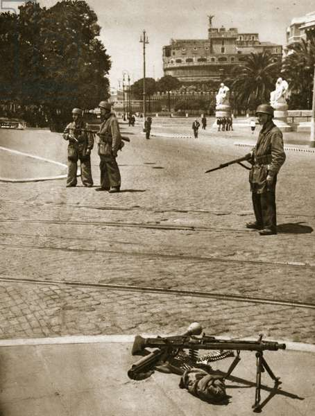 German soldiers guard the entrance to Castel Sant'Angelo, 1943-4 (b/w photo)