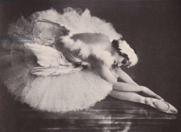 Anna Pavlova in 'The Swan' (b/w photo)