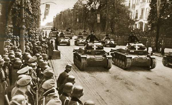 Victory Parade on Ujazdowskie Avenue in Warsaw: The Panzers roll by, 1939 (b/w photo)