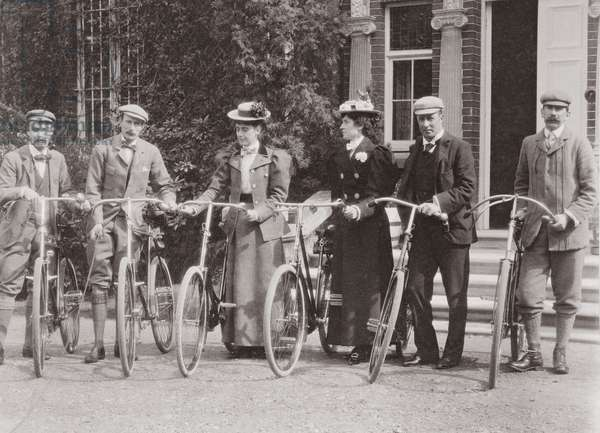 Group of Edwardian bicyclists, early 1900s (b/w photo)
