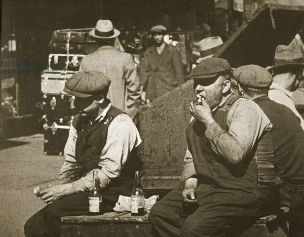 Day labourers having a hot dog and lemonade, New York, Battery Park, early 1930s (sepia photo)