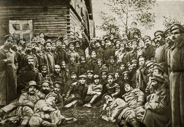 Workers of the 'respirator' factory with company representatives of the Siberian and Lettish Rifle Regiments at the Front (photogravure)