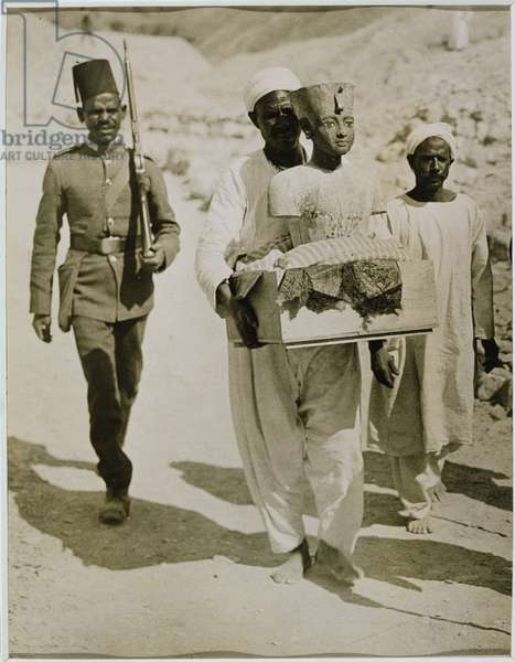 The mannequin or bust of Tutankhamun being carried from the tomb, Valley of the Kings, 1922 (gelatin silver print)
