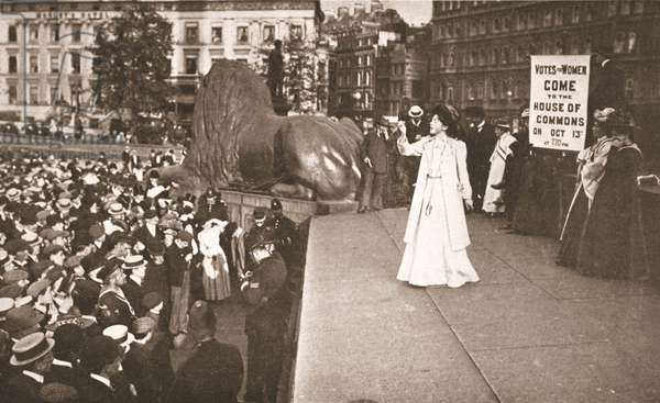 Christabel Pankhurst inviting the public to 'rush' the House of Commons at a meeting in Trafalgar Square on 11th October 1908 (sepia photo)