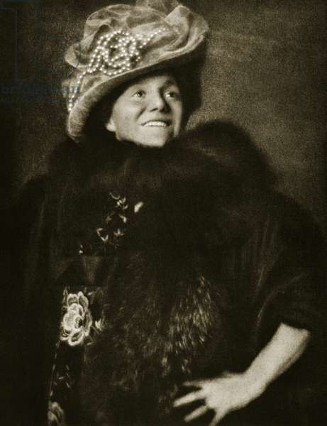 Yvette Guilbert (sepia photo)