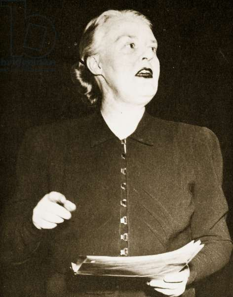 Dorothy Thompson (b/w photo)