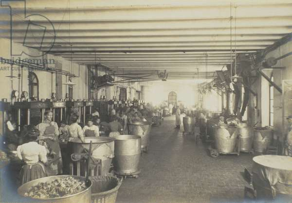 Pressing room, from 'Industrie des Parfums a Grasse', c.1900 (photo)