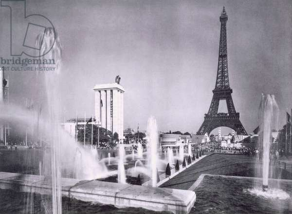The ornamental lakes in front of the Eiffel Tower, during the Paris International Exposition, 1937 (b/w photo)