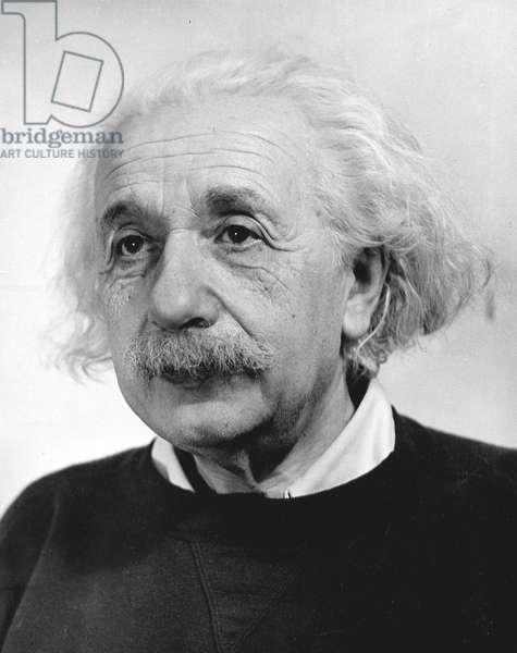 Einstein, Looking left, 1946