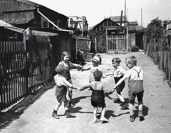 Circle Game, Paris 1936