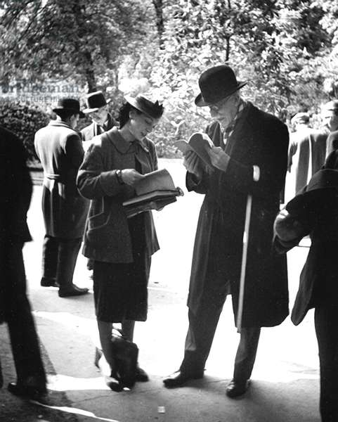 Man and Woman Reading, Paris 1935