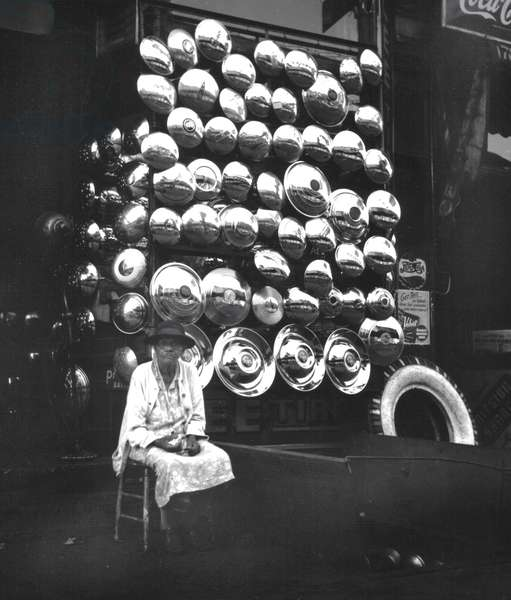 Hubcaps, New York 1944