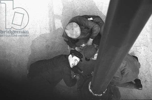 Work at base of Pole, Paris 1936