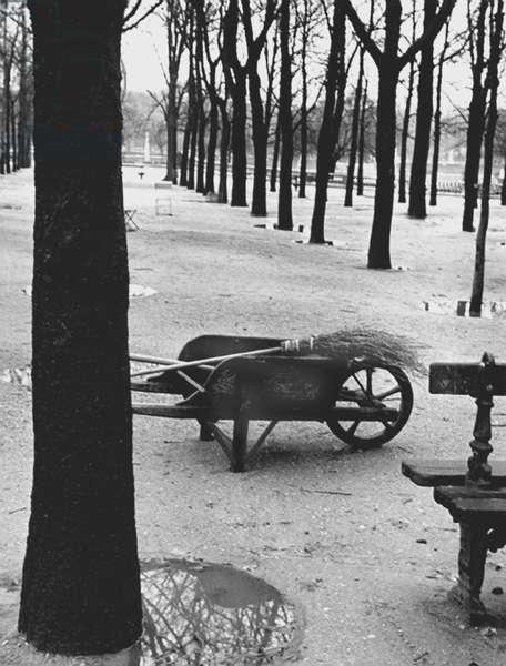 Wheelbarrow, Paris 1936