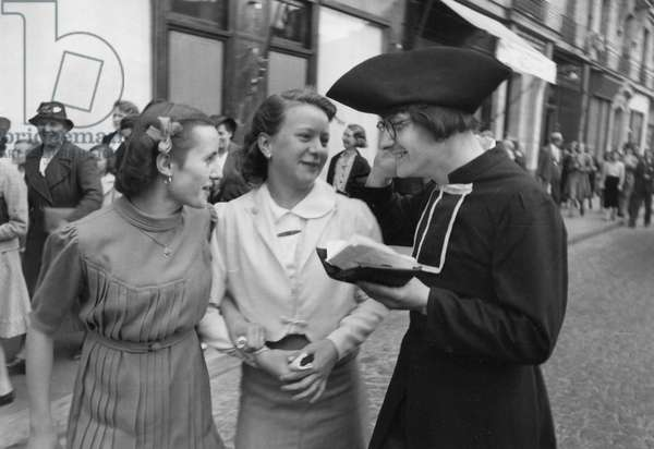 2 Girls with Costumed Man, France 1935