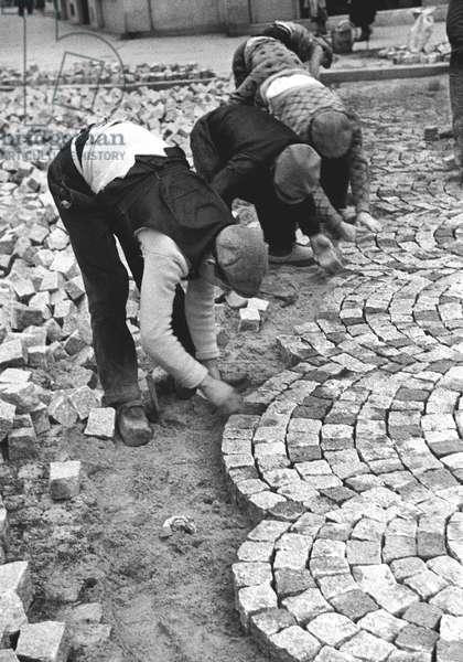 Cobblestones, Paris 1936