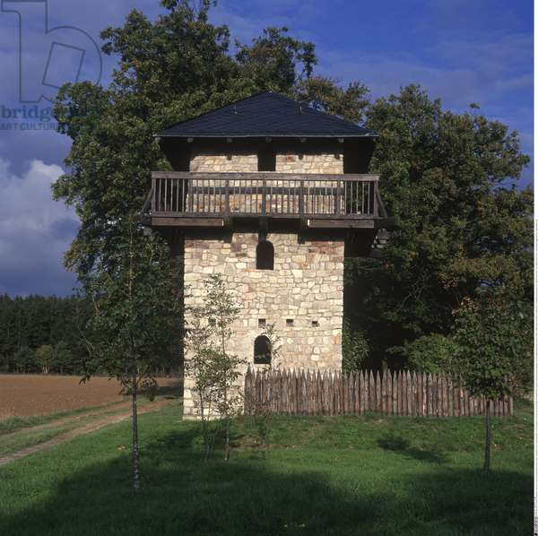 Reconstructed Roman watchtower on the Via Ausonia (photo)