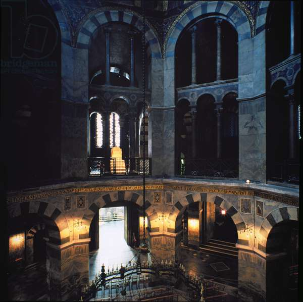 View of the interior, built between 796 and 805 AD (photo)