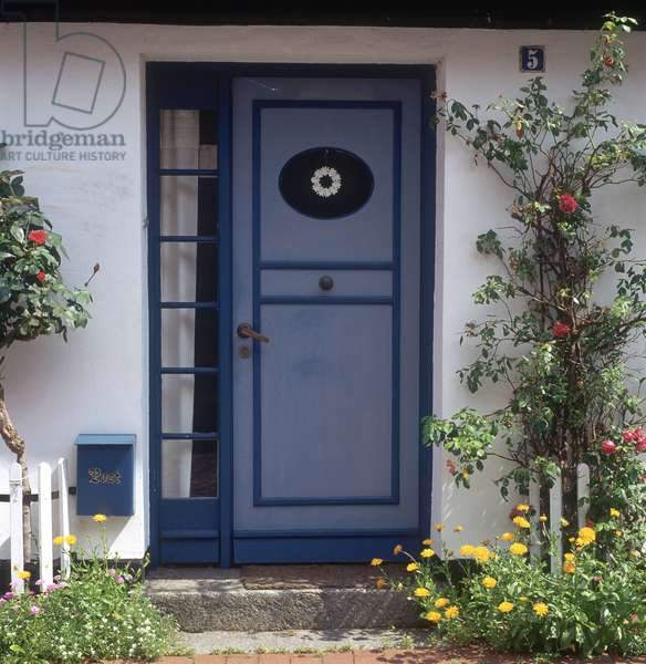 Front door of a house in Holm (photo)