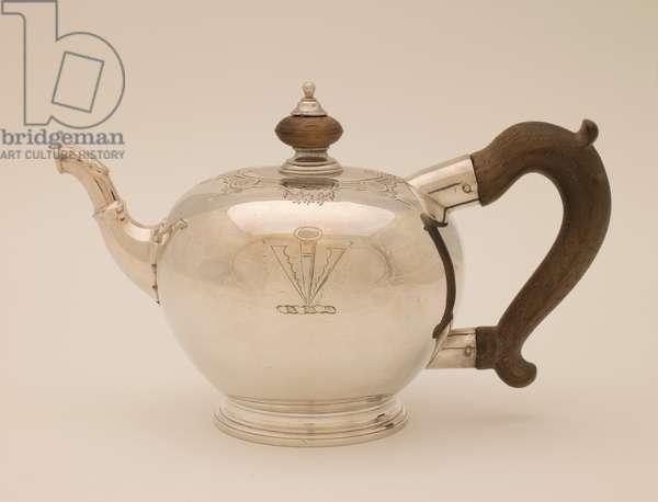 Teapot, 1730-31 (silver & wood)
