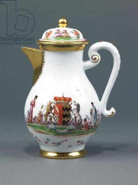 Coffeepot, c.1733 (glazed porcelain with enamel decoration & gilding)