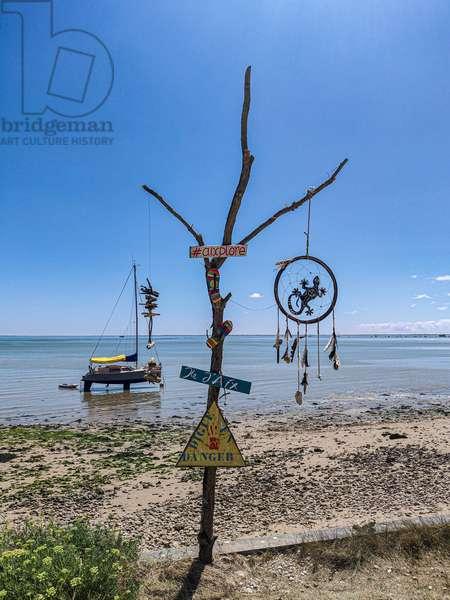 Danger sign, Île d'Aix, France, July 2019 (photo)