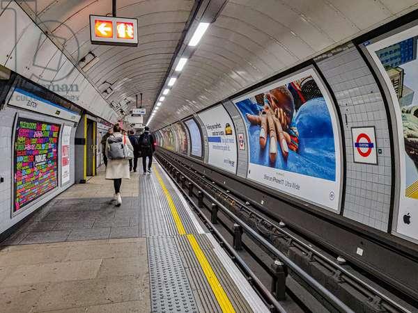 The tube, Londres, England, February 2020 (photo)
