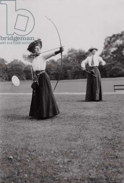 Women's archery, 1909 (b/w photo)