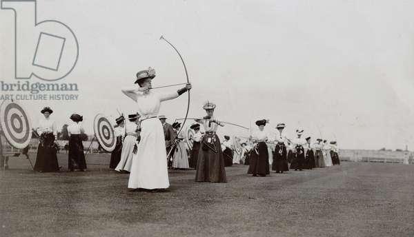 Women's archery, 1909 (b/w photo)