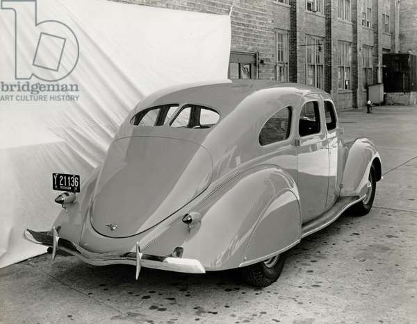 American automobile, 1948 (b/w photo)