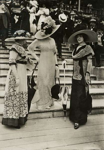 Portrait of three ladies, 1911 (b/w photo)