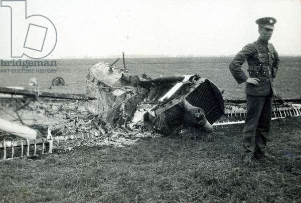 Wreckage of a DH.9A, No. 2 Flying Training School, Royal Air Force, Digby, Lincolnshire, 1928-30 (b/w photo)