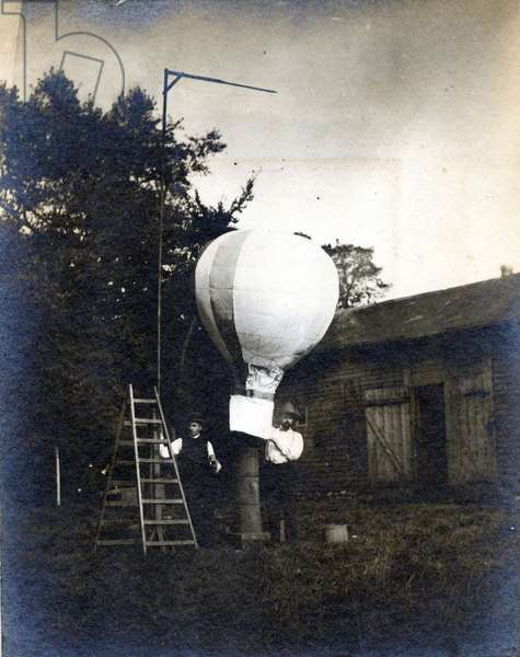 Henry Laucer (right) and Gaston Carpentier (left) making a hot air baloon, Doudeville, c.1885 (b/w photo)